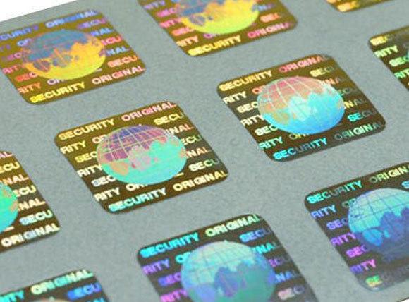 אלמנט שנמצא כיום בכל ארנק. מדבקות בטיחות הולוגרפיות למכירה, שני ש״ח למטר רבוע | מקור: indiamart.com