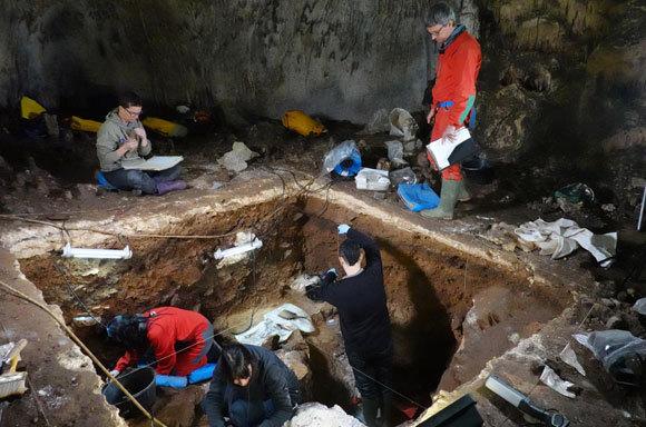 חפירות במערת Galería de las Estatuas בספרד | צילום: Javier Trueba - Madrid Scientific Films