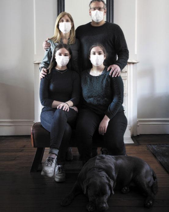 כשטום אינק (מימין למעלה) חלה, אשתו ונדי טיפלה בו בעודה מתמודדת עם תהפוכות בעסק שלה ובחיי בנותיהם | צילום: איתן היל