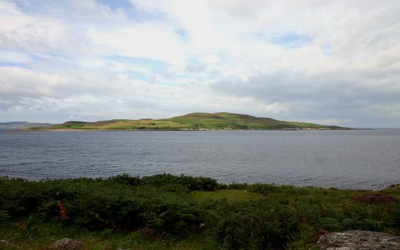 האי הסקוטי גרינארד, שהיה קטלני לכל הדורך על אדמתו במשך כמעט 50 שנה בגלל ניסוי בגחלת כנשק ביולוגי | צילום: Kevin Walsh, ויקיפדיה
