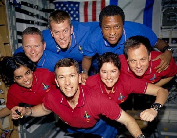 צוות STS-107 במעבורת קולומביה. מימין: האסטרונאוט הישראלי אילן רמון | צילום: NASA