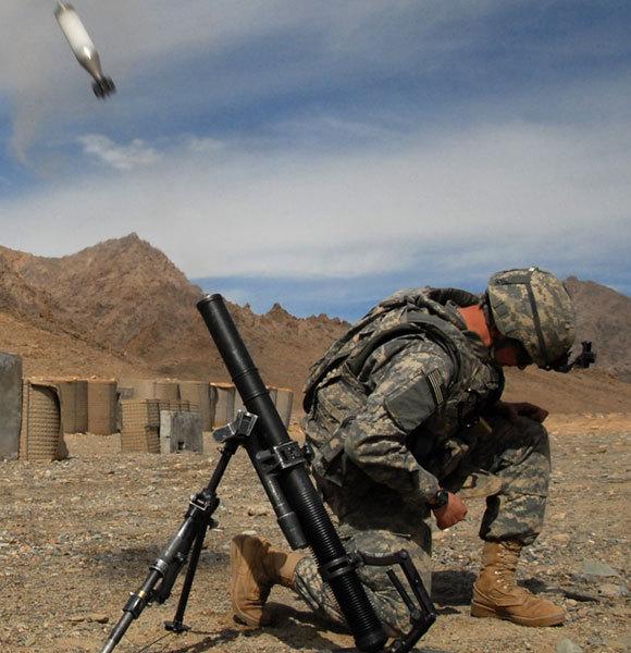 מרגמות יורות פצצות לטווח קצר במסלול בליסטי תלול | צילום: צבא ארצות הברית, נחלת הכלל