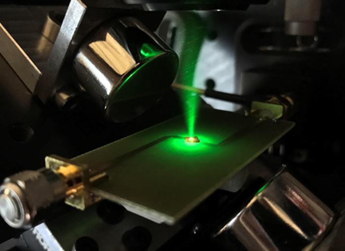 היהלום מבצע עבודה על קרינת המיקרוגל, מעבר לביצועים של מנוע קלאסי דומה | צילום: James Klatzow, מתוך מאמר המחקר