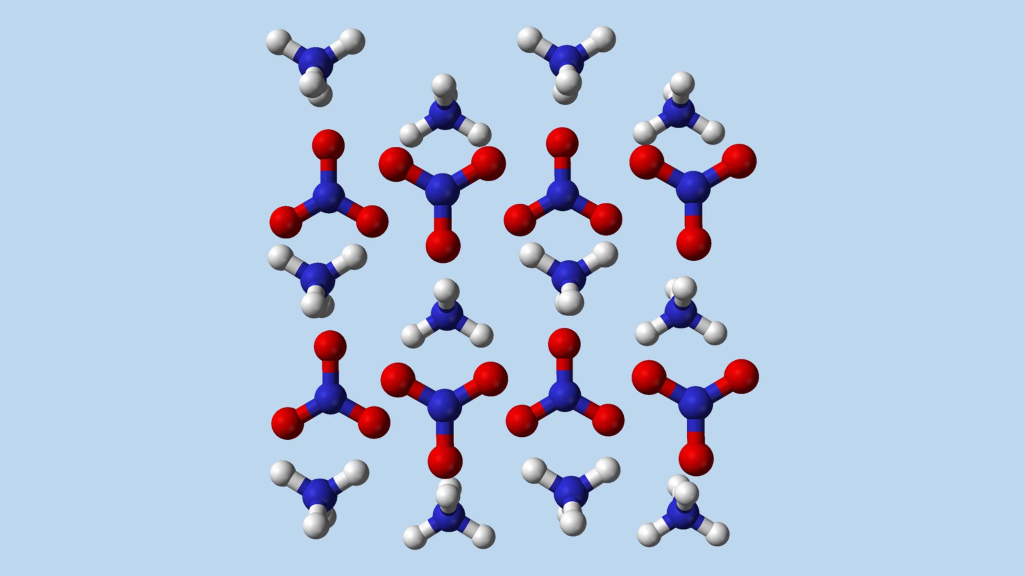 מולקולות של אמוניום ניטראט (כחול - חנקן, אדום - חמצן, לבן - מימן) | מקור: ויקיפדיה, נחלת הכלל