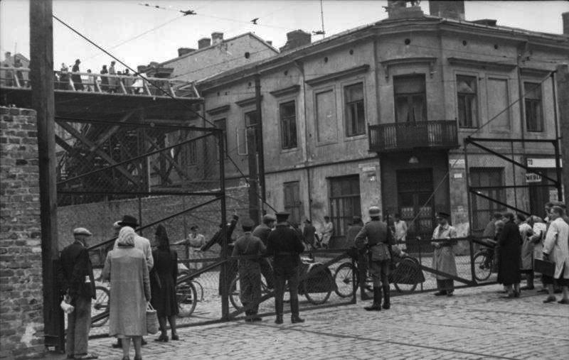 גטו ורשה, פולין 1942. קרדיט: הארכיב הפדרלי הגרמנ