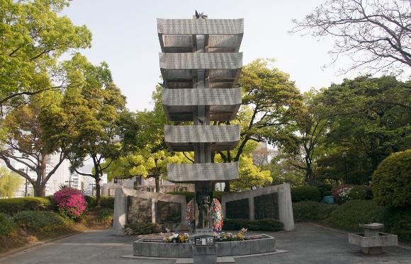 אנדרטה לזכר חללי הפצצה הגרעינית בהירושימה | מקור: ANDY CRUMP / SCIENCE PHOTO LIBRARY
