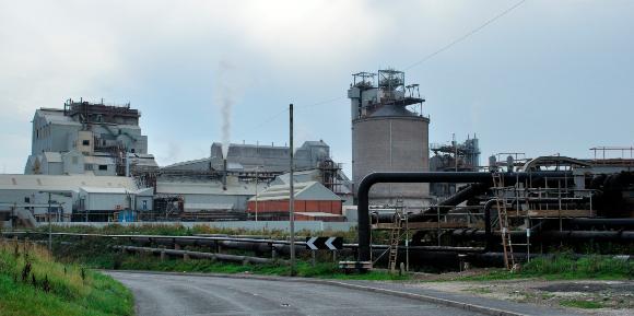 פוטנציאל כלכלי. מפעל בבריטניה לטיהור תמלחות והפרדת חומרים כמו סידן ומגנזיום | צילום: Science Photo Library