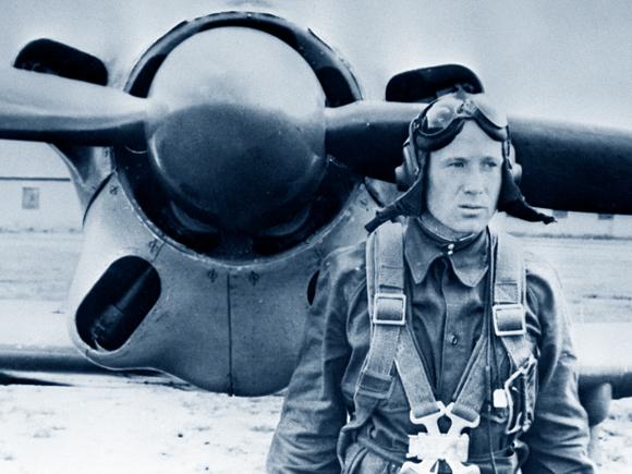 טייס קרב מצטיין. ליאונוב בימי קורס הטיס, באמצע שנות ה-50 | מקור: Science Photo Library