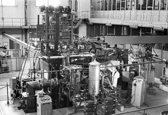 מחקר אזרחי. כור ההיתוך טוקמק-3 שנבנה ליד מוסקבה ב-1960, על פי התכנון של סחרוב | מקור: SPUTNIK / SCIENCE PHOTO LIBRARY