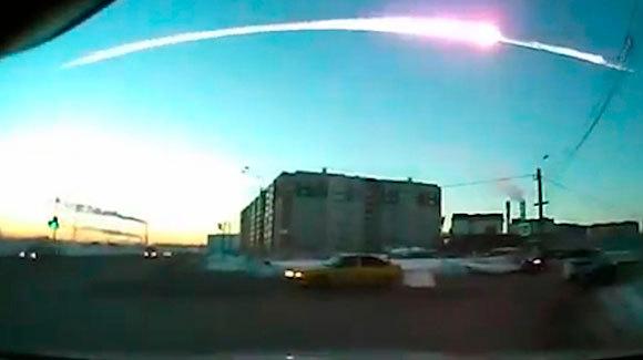פיצוץ המטאוריט בשמי צ'ליאבינסק ב-2013 | צילום: SPUTNIK / SCIENCE PHOTO LIBRARY