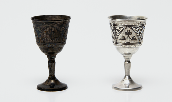 גביע כסף מושחר (משמאל) ונקי | צילום: Giphotostock / Science Photo Library