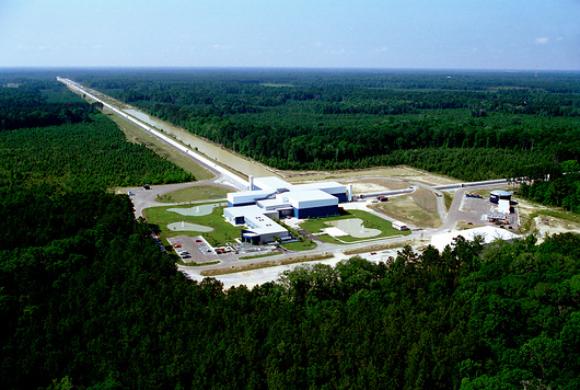 """גלאי LIGO בלואיזיאנה, ארה""""ב   צילום: CALTECH / MIT / LIGO LAB / SCIENCE PHOTO LIBRARY"""
