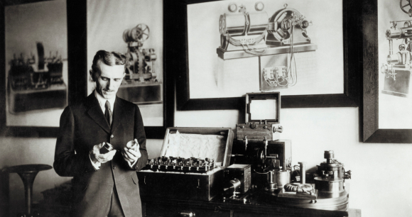 המצאות רבות שמאפשרות עד היום שימוש במכשירים חשמליים בכל בית. ניקולה טסלה | מקור: Science Photo Library