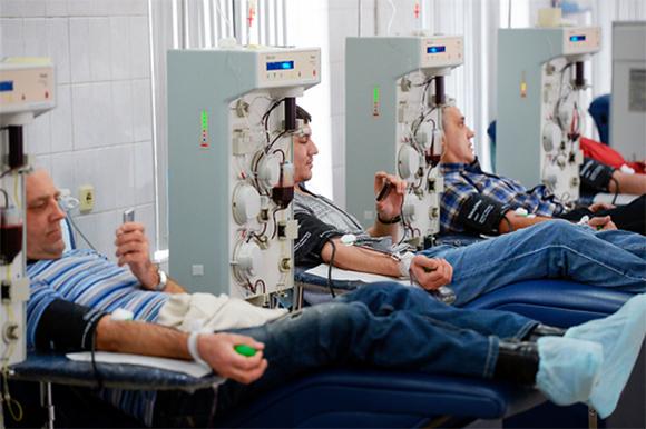 תורמי דם | צילום: Alexandr Kryazhev / Sputnik / Science Photo Library