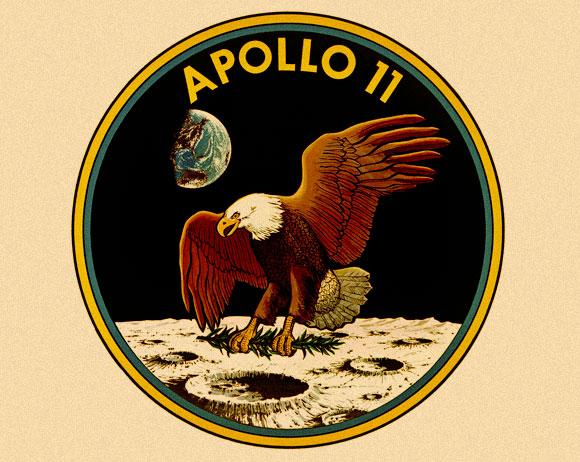 ויתרו על השמות כדי לתת קרדיט למאות אלפי בני אדם שהיו מעורבים בתכנית. תג המשימה של אפולו 11 | מקור: NASA