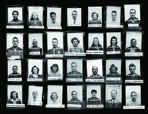כמה ממשתתפי פרויקט מנהטן לפיתוח פצצת הביקוע | צילום: LANL / SCIENCE SOURCE / SCIENCE PHOTO LIBRARY