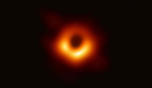 צילום ראשון של חור שחור