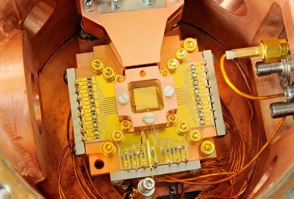 מלכודת יונים המשמשת בחישובים קוונטייים | צילום: Y. COLOMBE / NATIONAL INSTITUTE OF STANDARDS AND TECHNOLOGY / SCIENCE PHOTO LIBRARY