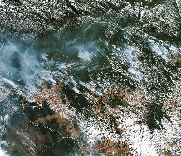 בירוא של היער עלול לגרום לקריסתו, ולאסון סביבתי. צילום לויין של השריפות באמזונס | מקור: Science Photo Library