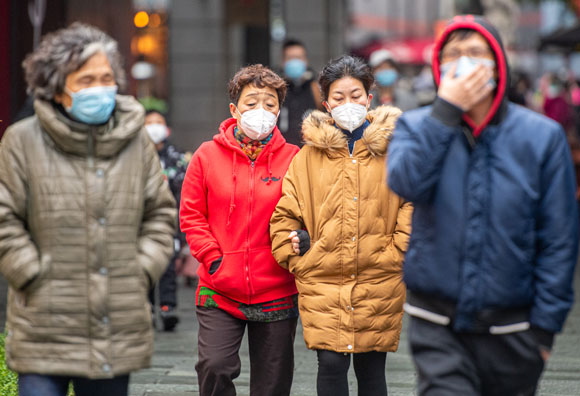 אנשים עם מסכות בסין | צילום: Science Photo Library