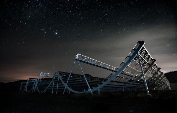 טלסקופ הרדיו CHIME במערב קנדה | צילום: Andre Renard / CHIME Collaboration