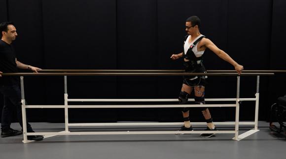 משותק שחזר ללכת בזכות שתל בעמוד השדרה | צילום: EPFL
