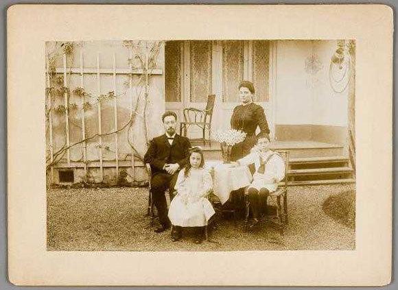 תמונה משפחתית של כהן, אישתו הראשונה וילדיהם אדריאן ואמה | מקור: Joods Historisch Museum