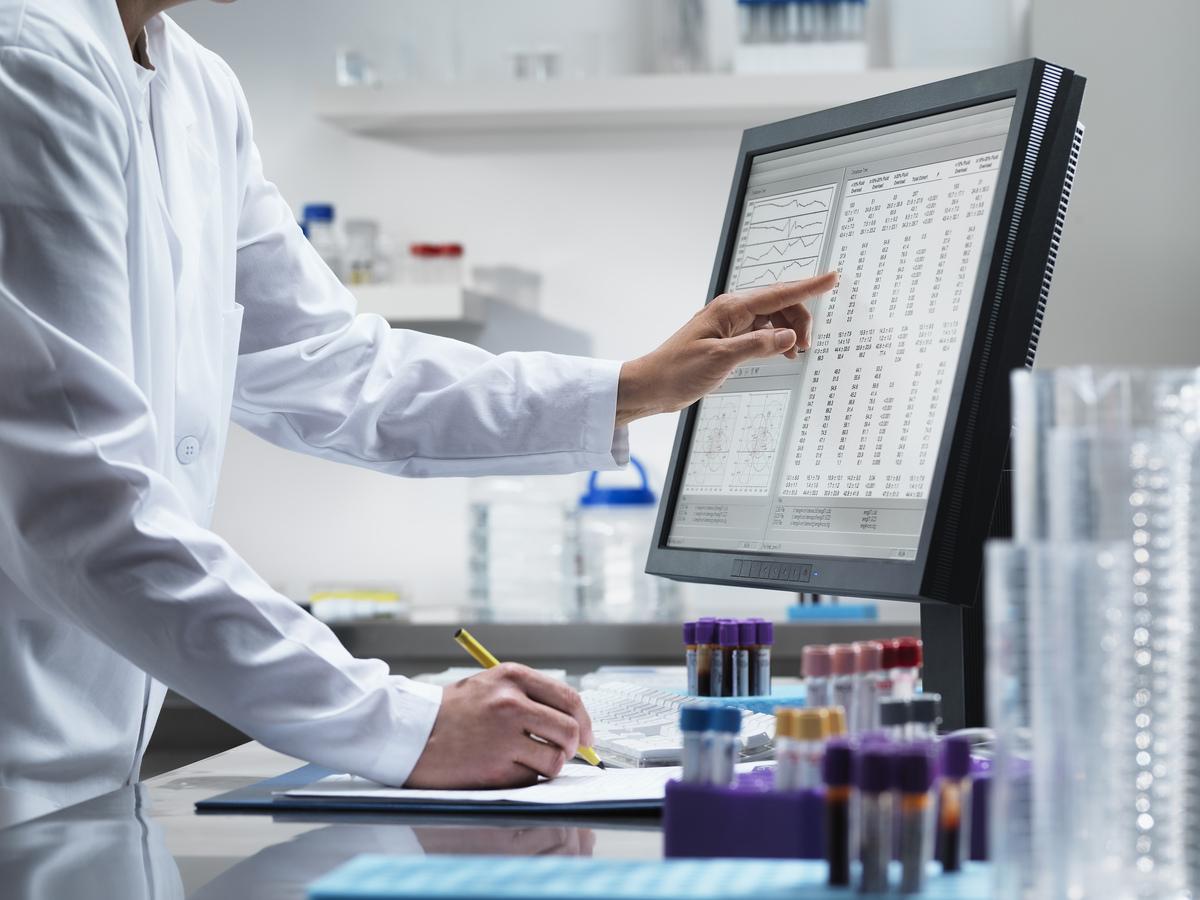 הצלבת נתונים, זיהוי דפוסי התנהגות וניהול סיכונים. שימוש בביג דאטה ברפואה | צילום:  JASON BUTCHER / CULTURA / SCIENCE PHOTO LIBRARY