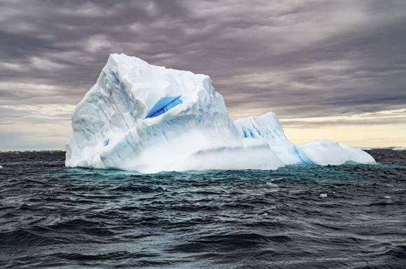 קרחון מפשיר סמוך לאנטארקטיקה | צילום: PHOTOSTOCK-ISRAEL / SCIENCE PHOTO LIBRARY