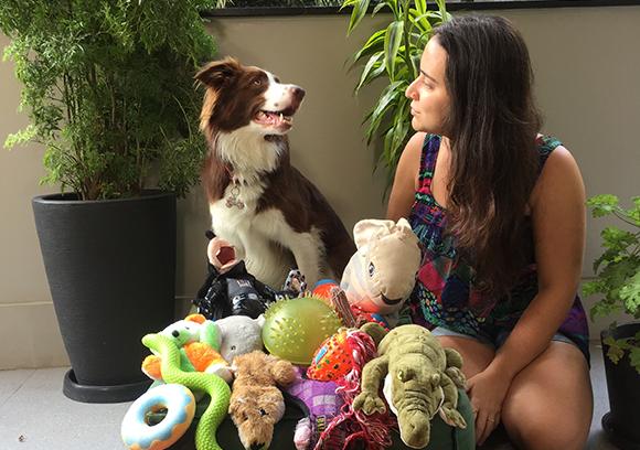מכירה את השמות של מעל מאה צעצועים. גאיה והבעלים שלה, איזבלה | קרדיט: Isabella