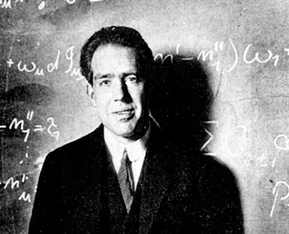 נהג למצוא טעויות בספרי הלימוד. נילס בוהר בצעירותו | מקור: SCIENCE PHOTO LIBRARY