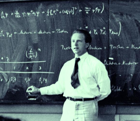 הייזנברג בהרצאה ב-1936 | מקור: EMILIO SEGRE VISUAL ARCHIVES / AMERICAN INSTITUTE OF PHYSICS / SCIENCE PHOTO LIBRARY