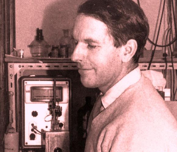 תובנות מרחיקות לכת שסללו את הדרך לשאלות מדעיות רבות ופורצות דרך. סנגר במעבדה | מקור: Science Photo Library