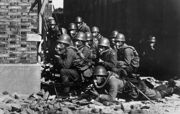 נחתים יפנים ממוגנים בקרב על שנחאי, 1937 | מקור: ויקיפדיה, נחלת הכלל