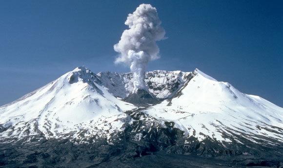 התפרצות קטנה בהר סנט הלנס, 19 במאי 1982  | קרדיט: Lyn Topinka, USGS. Public domain