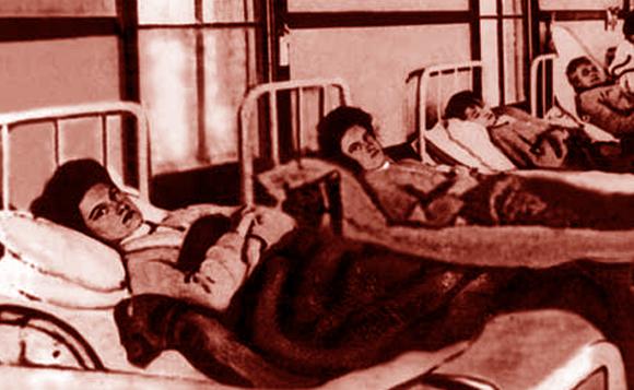 עשרות שנים בבידוד רפואי, למרות שלא חלתה. מאלון, בחזית התמונה, באשפוז הראשון | מקור: ויקיפדיה, נחלת הכלל