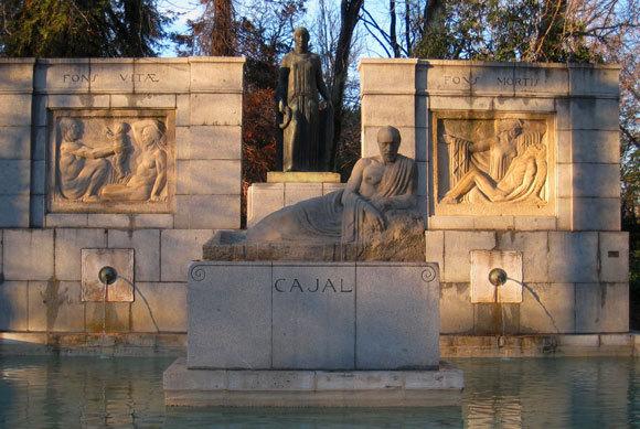 האנדרטה לזכרו של רמון אי קחל בפארק רטירו במדריד | צילום: Daderot, ויקיפדיה, נחלת הכלל