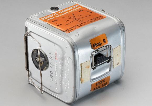 הסרטים נשמרו היטב בקופסאות מתכת מוגנות. אריזה מקורית של סרט מאפולו 11 | צילום: מוזיאון התעופה והחלל האמריקאי