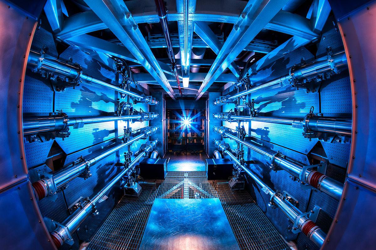 ריכוז אנרגיה עצום בהרף עין. חלק ממערך הלייזרים של NIF | צילום: LLNL