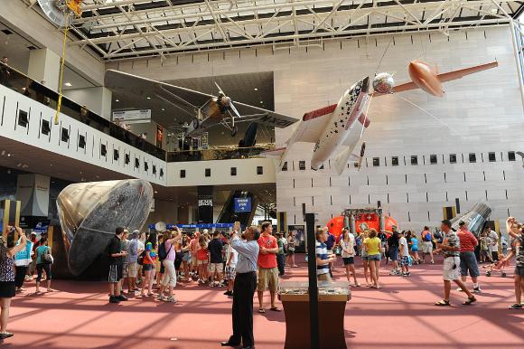 ציוני דרך בתולדות התעופה. אולם הכניסה של המוזיאון | צילום: Jawed Karim, ויקיפדיה