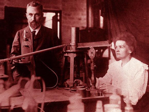 אהבה קצרת ימים אך פורייה להפליא: מארי ופייר במעבדה   צילום: מוויקיפדיה, נחלת הכלל