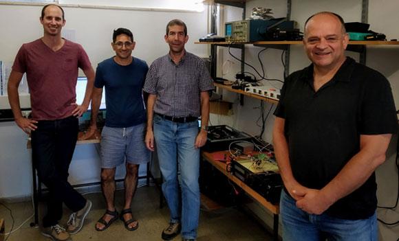 מַפְתֵחַ ששום מחשב לא יוכל לפרוץ. מימין: יניר פרבר, חגי אייזנברג, כרמי בוגוט וניצן לבנה | צילום: QuantLR