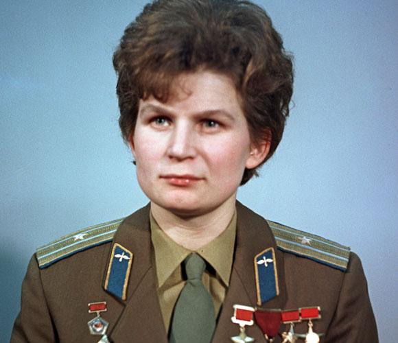 הפתעה בסיום תכנית ווסטוק: אשה ראשונה בחלל, ששוגרה לצרכי תעמולה. ולנטינה טרשקובה | מוקר: ויקיפדיה