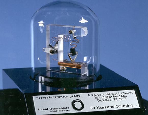 העתק של הטרנזיסטור הראשון | ויקיפדיה,  Lucent Technologies