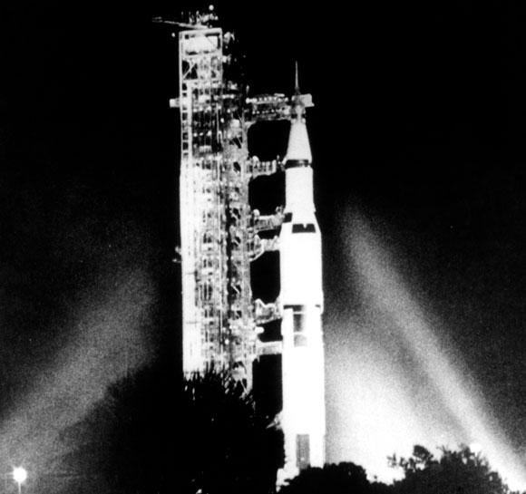 משימה מורכבת שנועדה לעמוד באתגרים מסובכים. אפולו 12 על טיל השיגור בנובמבר 1969 | צילום: NASA