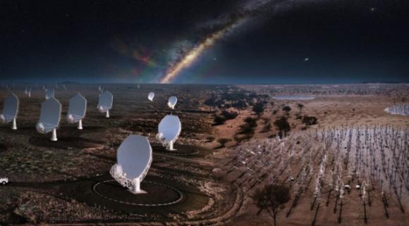 מערך האנטנות באוסטרליה (מימין) וצלחות הרדיו בדרום אפריקה מצוירים יחד על רקע שביל החלב | מקור: SKA Observatory
