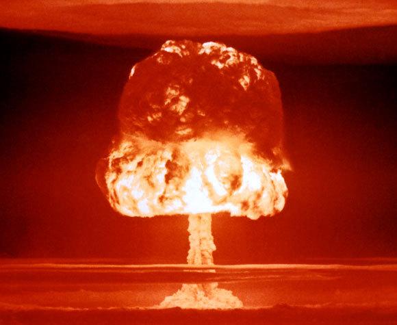 הסמל של פיצוצים גרעיניים רבים. פטריית הפיצוץ בניסוי האמריאי Castel Romeo באיי ביקיני ב-1954 | מקור: United States Department of Energy