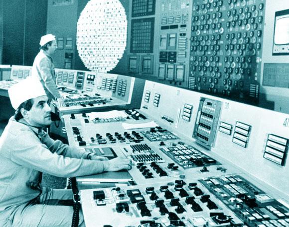 משמרת הלילה לא הכירv את פרוטוקול הניסוי, וזה רק אחד הכשלים. חדר הבקרה של הכור | מקור: Science Photo Library