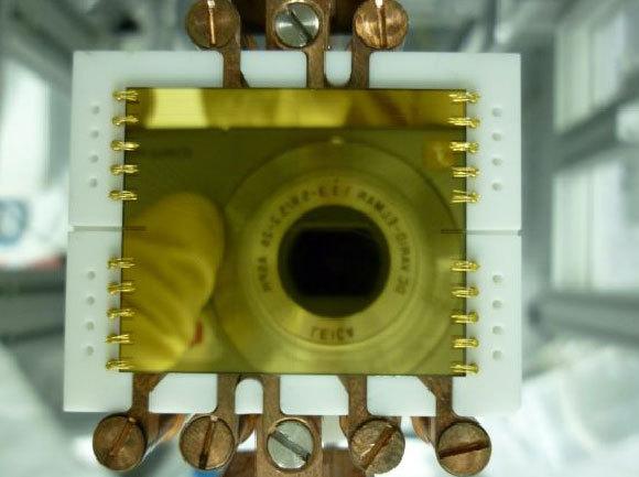אטום-צ'יפ – שבב שמאפשר שליטה באטומים בודדים. השבב ששימש בניסוי | יאיר מרגלית