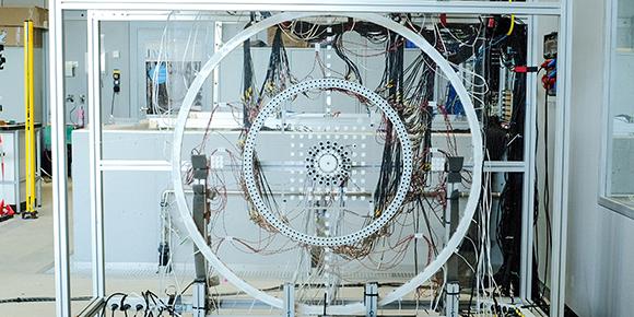 טבעת הרמקולים במרכז, וטבעת המיקרופונים סביבה   צילום: ETH Zurich / Astrid Robertsson